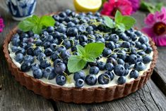 Czekoladowa tarta z borówkami i nutą cytrynową Blackberry, Fruit, Food, Essen, Blackberries, Meals, Yemek, Rich Brunette, Eten