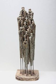 Resultado de imagem para Jikke van de Waal - Bijma Keramiek- group of people Pottery Sculpture, Sculpture Clay, Ceramic Figures, Ceramic Art, Deco Nature, Giacometti, Driftwood Art, Wire Art, Land Art