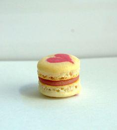 Nämä ystävänpäivän macaronleivokset ovat aivan syötävän söpöjä! Käyttäjältä puukilainen. Macarons, Valentines Day, Cheesecake, Pastries, Desserts, Food, Valentine's Day Diy, Tailgate Desserts, Deserts