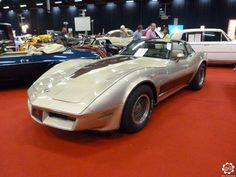 #Chevrolet #Corvette #C3 #Cabriolet au #Retromoteur #Ciney 2015 Article complet sur News d'Anciennes : http://newsdanciennes.com/2015/05/26/grand-format-news-danciennes-au-retromoteur-de-ciney/ #ClassicCars #Voitures_Anciennes #Belgique