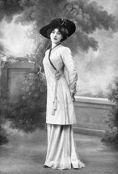 Robe d'après-midi par Redfern, 1910