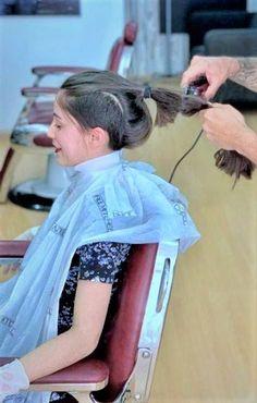Long Hair Ponytail, Ponytail Hairstyles, Barber Shop, Woman Haircut, Long Hair Cut Short, Cutting Hair, Hair And Beauty Salon, Short Haircut, Cut Off