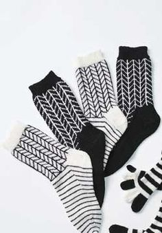 Bold two-tone chevron patterning looks great in these socks knit up in Patons Kroy Socks.
