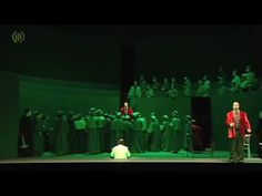 Krol Roger  Roger König von Sizilien wird von den Priestern seines Landes bedrängt die christlichen Sitten vor dem Verfall zu schützen der von einem geheimnisvollen Hirten drohe. Dieser predige einen anderen Gott und stürze das Volk in Verwirrung. Während eines Verhörs durch Roger und die Priester gewinnt der Hirte das Herz der Königin Roksana die um Gnade für ihn bittet. Bei einer nächtlichen Feier im Königspalast die schrittweise zu einer Orgie mutiert erscheint der Hirte in der Gestalt…