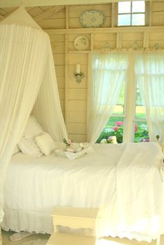 Shabby Chic Bedroom bedroom home pretty bed white country decorate shabby chic interior design Cottage Living, Shabby Cottage, Cottage Chic, Romantic Cottage, Garden Cottage, Rustic Cottage, Romantic Homes, Cottage Style, Shabby Chic Bedrooms