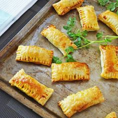 Whenever I feel the need to be popular with friends or family, I make a batch of these curry puffs to share! The filling of these little bad boys have an amazing burst of earthy flavours which is e… Savory Pastry, Flaky Pastry, Puff Pastry Recipes, Savoury Pies, Indian Food Recipes, Beef Recipes, Cooking Recipes, Curry Recipes, Decorating Kitchen