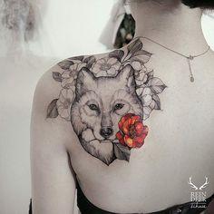 Zihwa tattooer tattoo ideas tattoos, mandala tattoo design и cute tattoos. Wolf Tattoo Design, Mandala Tattoo Design, Flower Tattoo Designs, Tattoo Designs For Women, Fox Tattoo, Wolf Tattoos, Cute Tattoos, Tatoos, Delicate Tattoos For Women