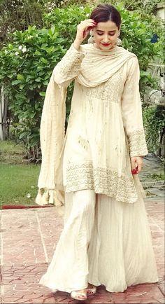 Pakistani Bridal Dresses, Pakistani Outfits, Indian Dresses, Pakistani Clothing, Indian Wedding Outfits, Indian Outfits, Indian Attire, Indian Wear, Indian Designer Suits