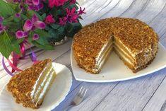 Ciasto dyniowe z miodem, orzechami i kremem mascarpone Delikatne, wilgotne i puszyste ciasto z dyni, które wprost rozpływa się w ustach. Cudownie miodowy smak przełamany lekkością kremu śmietankowego i dodatkiem orzeszków. Nikt z próbujących nie zorientował się nawet, że ciasto jest zrobione z dodatkiem dyni, jest ona praktycznie niewyczuwalna.   SKŁADNIKI: Składniki na ciasto: … Vanilla Cake, Tiramisu, Oreo, Sweet Tooth, Baking, Ethnic Recipes, Blog, Polish, Cakes