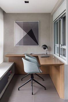 varanda escritório at DuckDuckGo Home Office Space, Office Desk, Home Office Na Varanda, Pretty Things, Small Office Design, Corner Desk, Bedroom, Table, Furniture