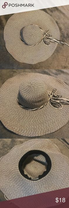 5625af45 Black and white floppy sun hat Worn once. Good quality. Flexible and  packable. Black and white. Super cute for a day at the beach! Accessories  Hats