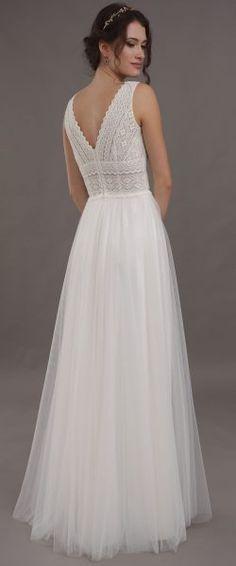 gefunden bei Happy Brautmoden, Brautkleid, Hochzeitskleid, Lilurose, tiefer Rücken, Rückenausschnitt, Spitze, elegant, romantisch