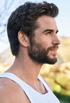 Liam Hemsworth Source — HQ photos of Liam for Men's Health Australia. Just Beautiful Men, Pretty Men, Nice Men, Gorgeous Guys, Cover Male, Workout Routine For Men, Workout Men, Hemsworth Brothers, Australian Actors