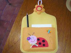Portanotas para la cocina hechos con foamy Mothers Day Crafts, Pot Holders, Kids Rugs, Stationary, Anna, Tips, Scrapbooks, Feltro, Handmade Crafts