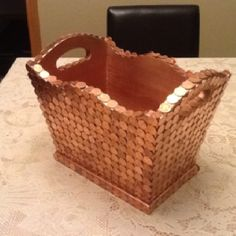 Pennies on magazine rack Diy Crafts Hacks, Crafts To Make, Pennies Crafts, Penny Decor, Penny Table Tops, Copper Office, Penny Ball, Canadian Penny, Coin Crafts