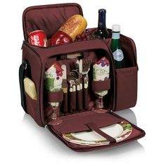 Pack everything you need and more with this lovely picnic wine set.