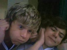 Niall and Harry Fetus One Direction, One Direction Images, One Direction Humor, I Love One Direction, One Direction Birthday, Harry Styles Memes, Harry Styles Pictures, Fetus Harry Styles, Harry Styles Smile