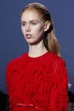 See detail photos for Giambattista Valli Fall 2016 Ready-to-Wear collection.