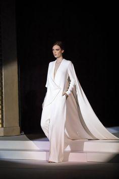 See all the Stephane Rolland Haute Couture Spring/Summer 2018 photos on Vogue. Stephane Rolland, Fashion Week, Fashion Show, Fashion Outfits, Elie Saab Couture, Spring Couture, Dressy Dresses, Indian Outfits, Minimalist Fashion