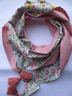 Foulard liberty porcelaine & pois roses