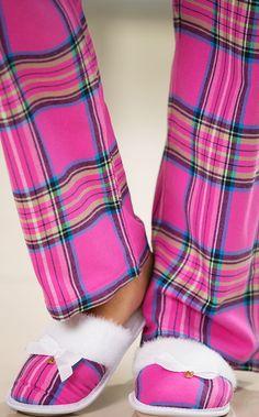 LOURDES. Pantufa com solado antideslizante personalizado. Interior e lapela de pelúcia com laço de gorgurão.