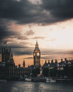 what shouldn't you miss during your first trip? Today, we're sharing 10 places you must see on your first trip to London! City Of London, Street Style London, London Food, London Pictures, London Photos, Westminster, Skyline Von London, Travel Around The World, Around The Worlds