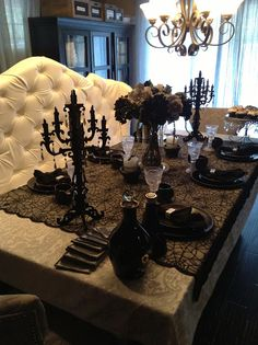 elegant halloween tablescaping halloween table dcor ideas black and silver halloween ideas para el hogar pinterest halloween table - Halloween Table Decoration