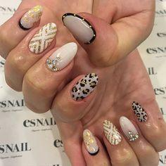 #whitenails #gold #black #coolnails #nailart #gelnails #japanesenail #designs #alldifferent #leopard #almondnails #esnail #beverlyhills #ネイルアート #ジェルネイル #白ネイル #白黒ネイル #レオパード