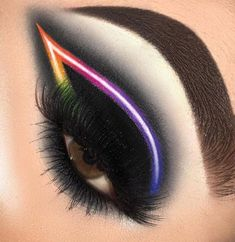 Make up Simple Skincare Tips And Advice For You Black Neon Eye Makeup # # 201 Black Eye Makeup, Dramatic Eye Makeup, Edgy Makeup, Makeup Eye Looks, Cat Eye Makeup, Colorful Eye Makeup, Makeup For Green Eyes, Crazy Makeup, Cute Makeup