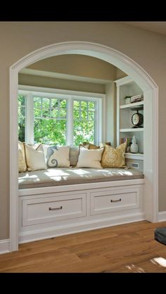 Books with Crafts To Match Time to fix up the ole house.redoing the window seat.Time to fix up the ole house.redoing the window seat. Sweet Home, Interior Styling, Interior Design, Interior Ideas, Interior Inspiration, Style Inspiration, Cozy Nook, Cozy Corner, Cosy Bed