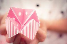 Retrouvez la cocotte en papier en impression gratuite. Le DIY cocottes en papier : idee deco mariage et anniversaire enfant, facile à réaliser sur http://www.unbeaujour.fr/blog-mariage/doityourself/cocotte-papier/