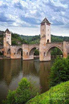 The Pont Valentré is a six-span fortified stone arch bridge crossing the Lot River to the west of Cahors, in the Midi-Pyrénées region. It has become a symbol of the city. Cahors is the capital of the Lot department in south-western France. Oh The Places You'll Go, Places To Visit, Old Bridges, Belle France, Beau Site, Arch Bridge, France Travel, France Europe, Travel Europe