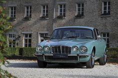 Jaguar XJ6 série II Jaguar Xjc, Vintage Cars, Antique Cars, Automobile, Jaguar Daimler, Xjr, Classic Mercedes, Classy Cars, Sidecar