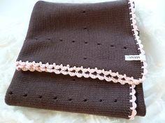 Babydecke gestrickt braun/rosa von MANA-Strickdesign auf DaWanda.com