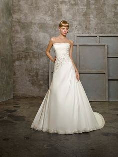 A-Line Straight Neckline Chiffon Dress Strapless Wedding Dress