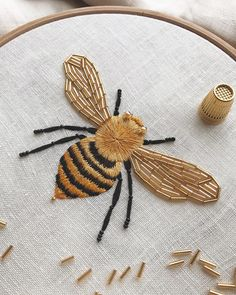 Honey Bee by Divya Nandani 🍯🐝 🍯 – embelishments embroideries – sewing Hand Embroidery Stitches, Hand Embroidery Designs, Embroidery Techniques, Embroidery Art, Cross Stitch Embroidery, Simple Embroidery, Knitting Stitches, Hand Stitching, Machine Embroidery