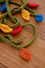 Crochet For Free: Christmas light Garland ideas-de-ganchillo Crochet Christmas Garland, Christmas Lights Garland, Crochet Garland, Light Garland, Holiday Crochet, Christmas Crafts, Xmas, Felt Christmas, Christmas Stuff