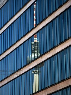 Berlin-Fernsehturm-Spiegelung : Berlin - Spiegelung des Fernsehturms in einem Gebäude | fritzundkatze