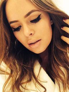 Eyeliner Tricks - Eyeliner Tips Beauty Makeup, Hair Makeup, Hair Beauty, Tanya Burr Makeup, Perfect Eyeliner, Eyeliner Styles, Eye Liner Tricks, Eyeliner Tutorial, Natural Beauty Tips