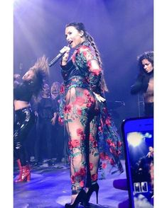 Demi Lovato performing while looking incredibly sexy! Demi Lovato Body, Demi Lovato Style, Beautiful Celebrities, Beautiful Women, Beautiful Latina, Demi Love, Demi Lovato Pictures, Grunge Hair, Look At You