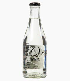 Mild kvalitets tonic der gør plads til gin. Q tonic vand eren mild, frisk og sprødtonic med let bitterhed i baggrunden. Den er lavet afhåndplukket kinin fra Andesbjergene i Peru og sødme fra økologisk agave. Q tonic adskiller sig desuden fra andre tonic vand ved at have 60% færre kalorier. Den milde tonic gør at gin'en vil fylde mere i en G&T. Drikkes bedst til London Dry gin ogModerne gin.Indhold:ï»¿237ml
