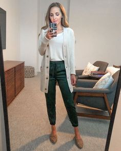 cardigan sweater with silk joggers Fall Outfits, Work Outfits, Fall Teacher Outfits, Office Outfits, Work Attire, Jogger Pants Outfit, Simple Casual Outfits, Satin Joggers, Teaching Outfits