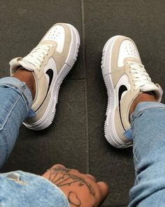 Dr Shoes, Swag Shoes, Cute Nike Shoes, Cute Sneakers, Hype Shoes, Beige Sneakers, Tenis Air Force, Nike Shoes Air Force, Nike Air Force 1 Outfit