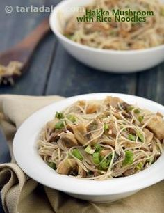 Exciting+Oriental+fare,+Hakka+Mushrooms+with+Rice+Noodles+is+a+wonderful+preparation+of+mushrooms+cooked+with+flavourful+soy+sauce,+green+chillies,+spring+onions+and+of+course,+garlic.+Adding+cooked+noodles+to+this+aromatic+preparation+makes+it+wholesome+and+filling+as+well.