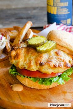 This air-fried chicken sandwich delivers all the pleasure and satisfaction of a fried chicken lunch, but with much less guilt! Fried Chicken Sandwich, Crispy Chicken, Air Fryer French Fries, Homemade French Fries, Air Fryer Recipes, Oven Recipes, Juicy Steak, Dinner Entrees, Spicy Sauce