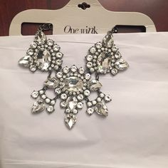 NWT's gorgeous statement necklace. Temporary price drop-NWT's gorgeous statement necklace. Jewelry Necklaces