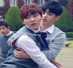 Seungcheol and Seungkwan reaction Diecisiete Memes, K Meme, Funny Kpop Memes, Meme Faces, Funny Faces, K Pop, Nct, Seventeen Memes, Funny Boy
