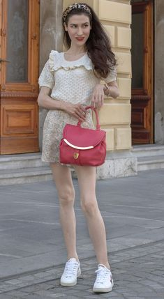In search for some cute summer outfits to wear for a day date in the city? Here is one! Ps. Visit Brunette from Wall Street to learn more about this stylish cute summer city look. City Outfits, Urban Outfits, Cute Summer Outfits, Short Outfits, High End Fashion, Only Fashion, Fashion Beauty, Sweater And Shorts, Everyday Outfits