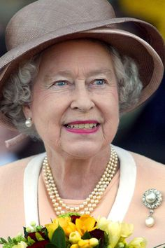 MAY 2002 - Queen Mary actually wore the Cambridge Pearl Pendant to the christening of Queen Elizabeth II in 1926, and the latter inherited it in 1953. Queen Elizabeth II Best Diamond Brooches | British Vogue