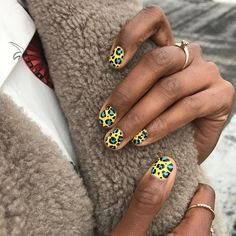 What Christmas manicure to choose for a festive mood - My Nails Short Nail Designs, Toe Nail Designs, Creative Nail Designs, Different Nail Designs, Nails Design, Diy Nails, Cute Nails, Gel Nagel Design, Nagel Hacks